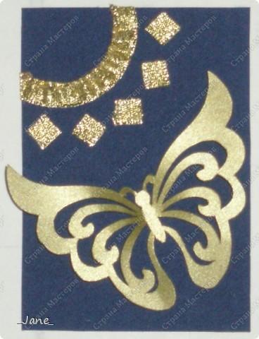 Все вместе. Бабочки вырезаны и покрыты золотой краской. Фон - темно-синяя бархатная бумага. фото 2