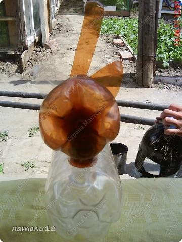В садик необходима была поделка из бутылок.Вот такую КИСКУ мы сделали! фото 15