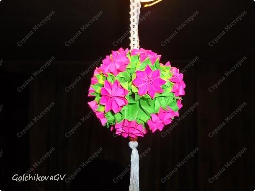 Сделала несколько кусудам  по МК, одну из них электру, автор  David Mitchell, которую рекомендуют использовать как основу под цветы.  Решила, что в ней, непременно, должны быть ромашки, я их очень люблю.  фото 4