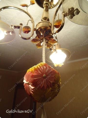 Сделала несколько кусудам  по МК, одну из них электру, автор  David Mitchell, которую рекомендуют использовать как основу под цветы.  Решила, что в ней, непременно, должны быть ромашки, я их очень люблю.  фото 3