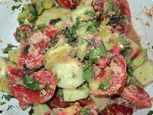 Чтобы такого съесть в летнюю жару, чтобы и сочно и сытно? Предлагаем Вам сделать салат вместе с нами! фото 1