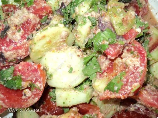 Чтобы такого съесть в летнюю жару, чтобы и сочно и сытно? Предлагаем Вам сделать салат вместе с нами! фото 3