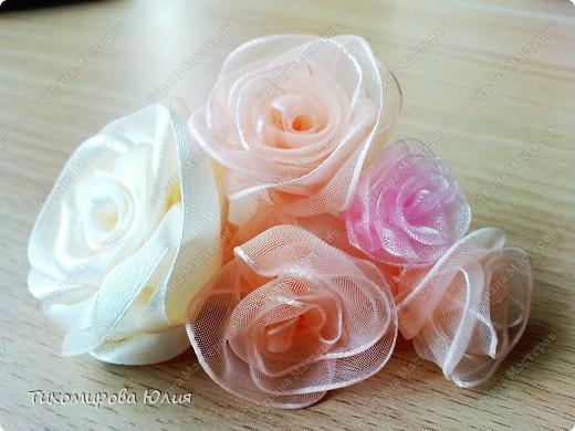 Роза своими руками из лент фото