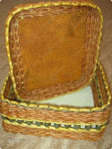 Решила, наконец-то, и для себя сплести различные плетенки:). Эта шкатулка будет предназначена для швейных принадлежностей. Плела по коробке, но в этот раз ее не оставила внутри.  фото 5