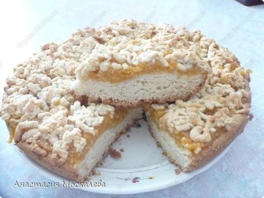 У этого пирога лимонная начинка, а я еще люблю его делать со смородиновым вареньем. фото 1