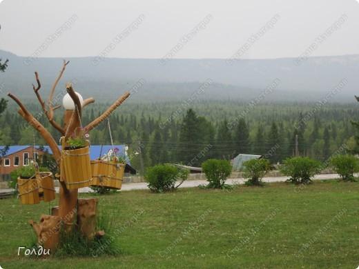 В прошлом году мы ездили в Зюраткуль, потрясающее место. Предлагаю вам прогуляться по парку Зюраткуль вместе.   Национальный парк «Зюра́ткуль» — национальный парк, расположен в южной части Саткинского района Челябинской области в 30 км южнее Сатки, в 200 км западнее Челябинска. Организован 22 ноября 1993. Общая площадь — 88 249 гектаров, протяжённость с севера на юг — 49 км,протяжённость с запада на восток — 28 км. Парк выполняет следующие основные задачи: сохранение эталонных и уникальных природных комплексов, памятников природы, истории, культуры, археологии и других объектов культурного наследия; экологическое просвещение населения; разработка и внедрение научных методов охраны природы в условиях рекреационного использования; экологический мониторинг; восстановление нарушенных природных и историко-культурных комплексов; создание условий для регулируемого туризма и отдыха. фото 24