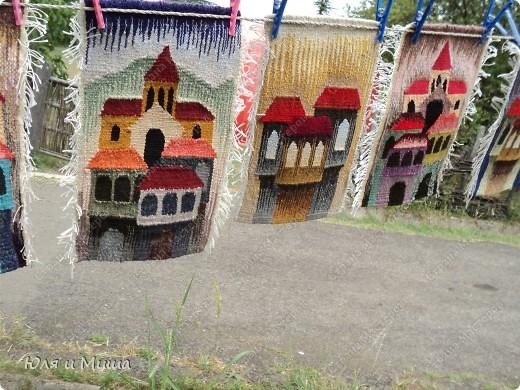 """В Тбилиси с 14 до 25 этого месяца проводится фестивать """"Артген"""". На нем мастера разных регионов Грузии представляют различные работы. Все это на территории Краеведческого музея, под открытым небом, в окружении старинных домов. К вечеру можно прийти посмотреть концерт, естествено он тоже раскрывает грузинский национальный калорит. Сегодня мы с Вами побродим вокруг всякого рода ковриков, платочков, одежды... Рассмотрим поближе орнаменты... фото 4"""