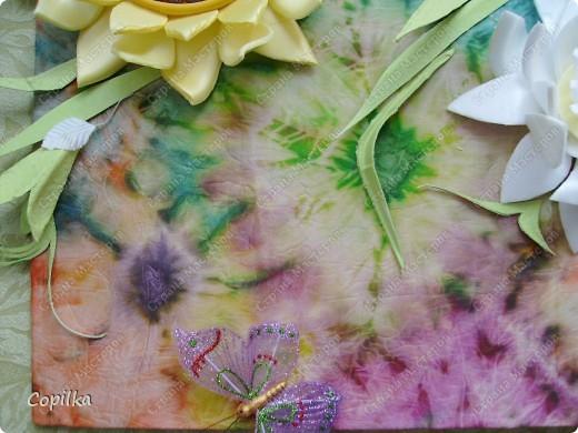 """Девочки, я всё-таки не только """"мусором"""" занимаюсь! Вот моё панно ,где фон - батик, это мой ПЕРВЫЙ батик! Вот такие цветы - и фон ,и мусор.Понасмотрелась в огороде цветущей красоты,решила попробовать сделать её из моего любимого материала! фото 6"""