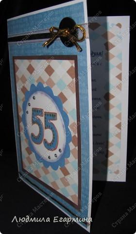 Очень приятно делать открытку, когда есть специальный материал. А вот, когда его нет, приходится ломать голову. В качестве основы открытки взята белая бумага для акварели, в качестве слоев  - распечатанные фоны на офисной бумаге и бархатная цветная бумага (темно-коричневая, голубая и белая). фото 2