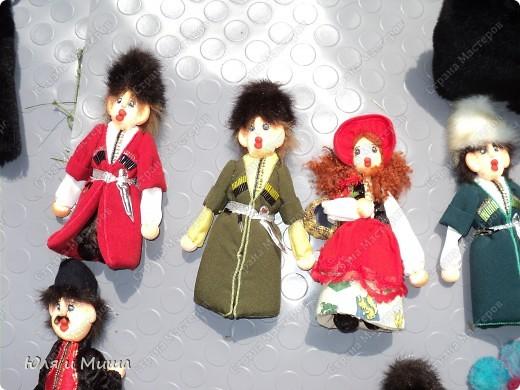 Куклы на фестивале пестреют национальными одеждами. Это хэвсури. фото 5