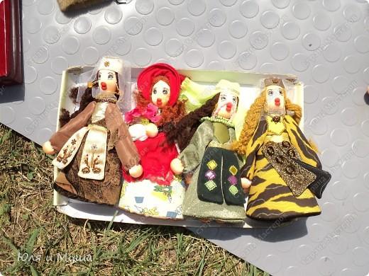 Куклы на фестивале пестреют национальными одеждами. Это хэвсури. фото 4