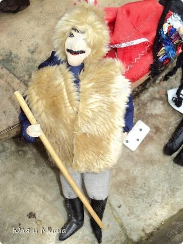 Куклы на фестивале пестреют национальными одеждами. Это хэвсури. фото 3