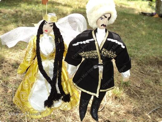 Куклы на фестивале пестреют национальными одеждами. Это хэвсури. фото 6