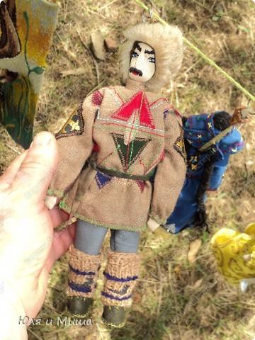 Куклы на фестивале пестреют национальными одеждами. Это хэвсури. фото 2