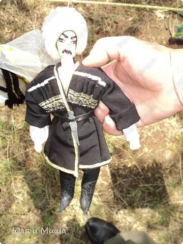 Куклы на фестивале пестреют национальными одеждами. Это хэвсури. фото 7
