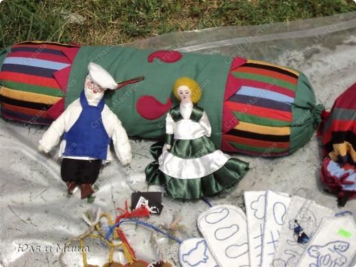 Куклы на фестивале пестреют национальными одеждами. Это хэвсури. фото 8
