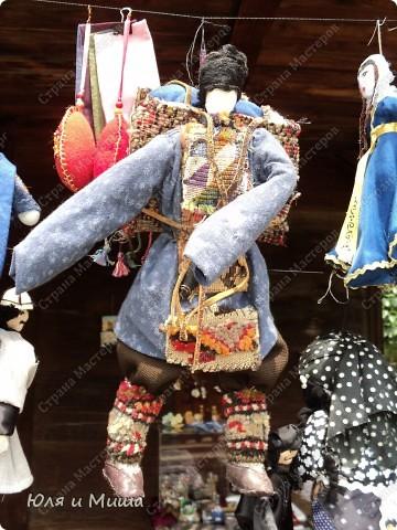 Куклы на фестивале пестреют национальными одеждами. Это хэвсури. фото 10