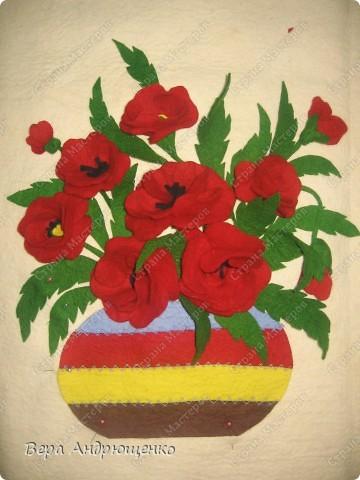 Красные маки Иссык-Куля поместились в этой вазе.