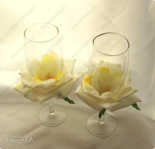 Огромное спасибо за идею, училась здесь http://stranamasterov.ru/node/217647?c=favorite Бокал из Икеи, искусственная роза, атласная ленточка и клей фото 2