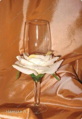 Огромное спасибо за идею, училась здесь http://stranamasterov.ru/node/217647?c=favorite Бокал из Икеи, искусственная роза, атласная ленточка и клей фото 1