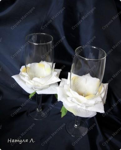 Огромное спасибо за идею, училась здесь http://stranamasterov.ru/node/217647?c=favorite Бокал из Икеи, искусственная роза, атласная ленточка и клей фото 3