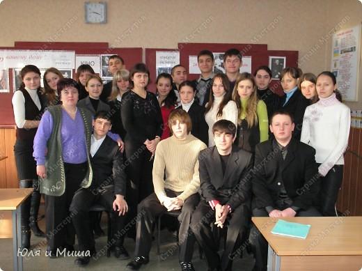 Знакомтесь - 11-А. Сейчас уже студенты, разлетевшиеся по свету. Фотографии из моего школьного архива за 2008 год. Тогда мы отмечали 70-летие Поэта. фото 1