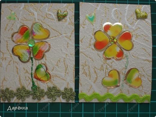 Собиралась делать совсем другую серию, мама приклеила обои на карточки, но времени не было, карточки всего 4 лежали, и я решила попробовать сделать сердечные цветы. мама купила 2 одинаковых набора наклеек - сердечек. Они похожи на лепестки и листики. Не знаю, стоит ли продолжить серию, цветочки простенькие, но мне нравятся. кредиторов у меня много, поэтому если понравится - буду рада. фото 2