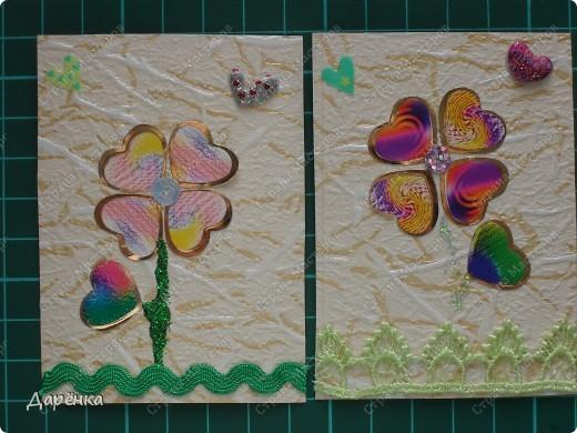 Собиралась делать совсем другую серию, мама приклеила обои на карточки, но времени не было, карточки всего 4 лежали, и я решила попробовать сделать сердечные цветы. мама купила 2 одинаковых набора наклеек - сердечек. Они похожи на лепестки и листики. Не знаю, стоит ли продолжить серию, цветочки простенькие, но мне нравятся. кредиторов у меня много, поэтому если понравится - буду рада. фото 3