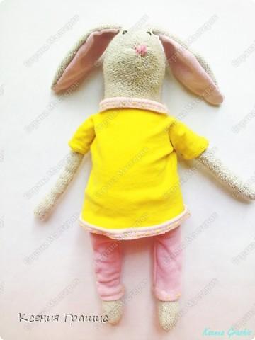 """Я после кофейного медведя ришила пошить зайца!!!Етот заяц пошит в ручную,потомучто я была на даче ,а там нет швейной машины,пришлось так,швом """"назад иголка""""Вот  ссылка на МК http://www.tilda-mania.ru/forum/12-104-1!!!НЕ СУДИТЕ СТРОГО!!! фото 2"""