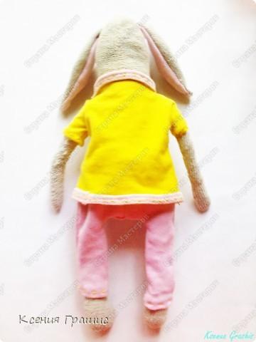 """Я после кофейного медведя ришила пошить зайца!!!Етот заяц пошит в ручную,потомучто я была на даче ,а там нет швейной машины,пришлось так,швом """"назад иголка""""Вот  ссылка на МК http://www.tilda-mania.ru/forum/12-104-1!!!НЕ СУДИТЕ СТРОГО!!! фото 3"""
