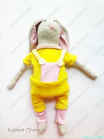 """Я после кофейного медведя ришила пошить зайца!!!Етот заяц пошит в ручную,потомучто я была на даче ,а там нет швейной машины,пришлось так,швом """"назад иголка""""Вот  ссылка на МК http://www.tilda-mania.ru/forum/12-104-1!!!НЕ СУДИТЕ СТРОГО!!! фото 4"""