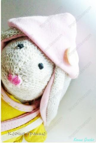 """Я после кофейного медведя ришила пошить зайца!!!Етот заяц пошит в ручную,потомучто я была на даче ,а там нет швейной машины,пришлось так,швом """"назад иголка""""Вот  ссылка на МК http://www.tilda-mania.ru/forum/12-104-1!!!НЕ СУДИТЕ СТРОГО!!! фото 6"""