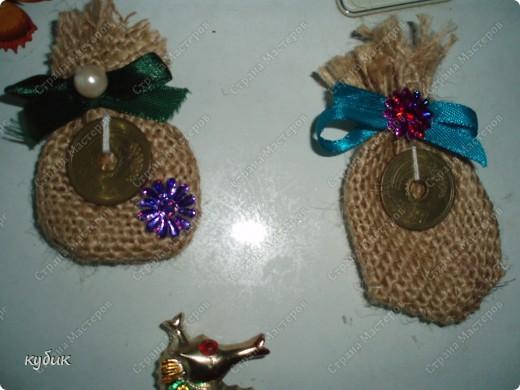 вот такие мешки и магнитики я делала в подарок родным и друзьям:))))) фото 3