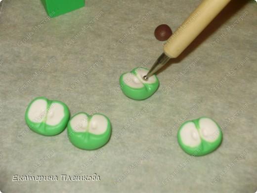 МК яблока в разрезе из пластики. фото 9