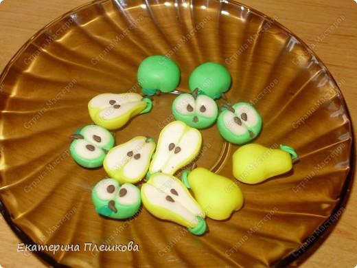 МК яблока в разрезе из пластики.