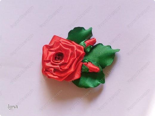 Розы-броши из атласных лент фото 1