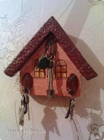 Давно хотела ключницу, но не было материала, т.е. дерева.До наших мастеров мне еще далеко, но работой своей довольна)))) фото 1