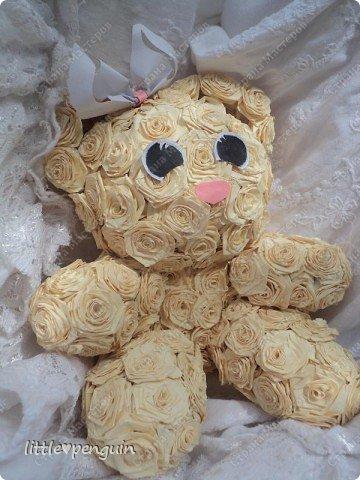 Мишутка родилась ещё до зайчика https://stranamasterov.ru/node/223559 ,не могла сделать глазки.Её зовут Милашка или просто Мила.Это милейшее создание будет подарено маме на юбилей. Объемную работу в квиллинге выполняла впервые. фото 2