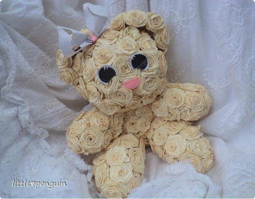 Мишутка родилась ещё до зайчика https://stranamasterov.ru/node/223559 ,не могла сделать глазки.Её зовут Милашка или просто Мила.Это милейшее создание будет подарено маме на юбилей. Объемную работу в квиллинге выполняла впервые. фото 1