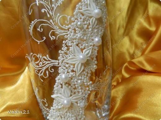 Вот подсела я на свадебные бокалы и захотелось в этой же технике вазу украсить.Что из этого вышло - судить Вам. фото 2