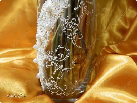 Вот подсела я на свадебные бокалы и захотелось в этой же технике вазу украсить.Что из этого вышло - судить Вам. фото 5