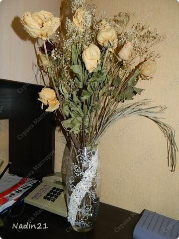 Вот подсела я на свадебные бокалы и захотелось в этой же технике вазу украсить.Что из этого вышло - судить Вам. фото 4