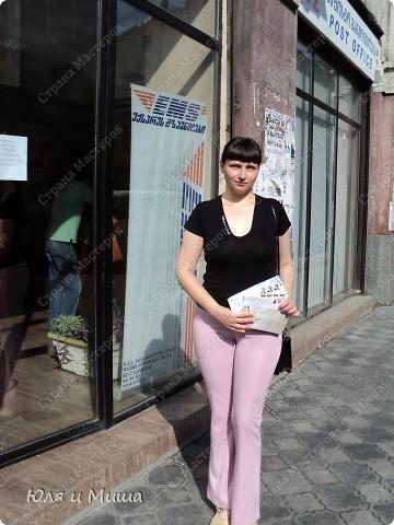 Ходили на почту, по Ваши письма, друзья, и по пути запечетлили несколько штрихов о Тбилиси, как всегда дышащего национальным колоритом. Вот это, например, и следующие два фото - держатели для рогов и кинжалов. С ними и без.  фото 16