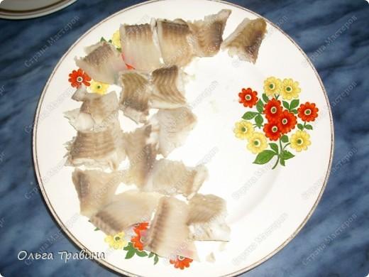 Блюдо готовится быстро и получается вкусным. Для приготовления требуется рыба (последнее время я использую филе тилапии), майонез, жареный репчатый лук, вареное яйцо. фото 5