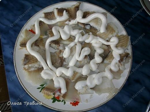 Блюдо готовится быстро и получается вкусным. Для приготовления требуется рыба (последнее время я использую филе тилапии), майонез, жареный репчатый лук, вареное яйцо. фото 7