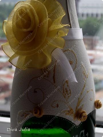 Бокалы пробные, с клеем не сложилось, видны следы (оставила их у себя, а бутылка была подарена на день рождение) фото 2