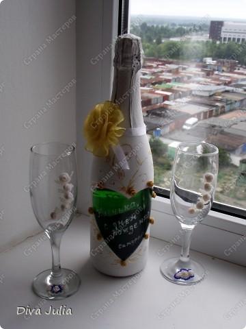 Бокалы пробные, с клеем не сложилось, видны следы (оставила их у себя, а бутылка была подарена на день рождение) фото 1