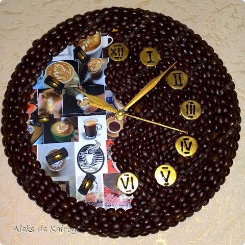 Я занимаюсь изготовлением настенных часов из кофе,вот оцените, что получилось)))   Кофейные часики,D=25см,кофе премиум сорта,золотой акрил,цифр-объёмный контур,пластик фото 2