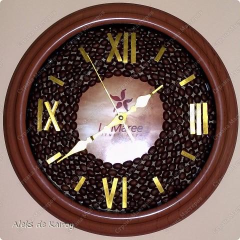 Я занимаюсь изготовлением настенных часов из кофе,вот оцените, что получилось)))   Кофейные часики,D=25см,кофе премиум сорта,золотой акрил,цифр-объёмный контур,пластик фото 5