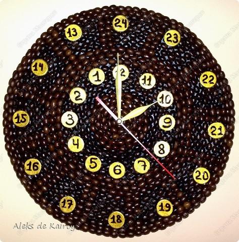 Я занимаюсь изготовлением настенных часов из кофе,вот оцените, что получилось)))   Кофейные часики,D=25см,кофе премиум сорта,золотой акрил,цифр-объёмный контур,пластик фото 7